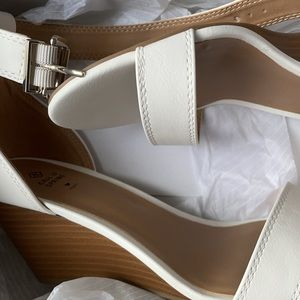 Brand new wedge sandals (white)